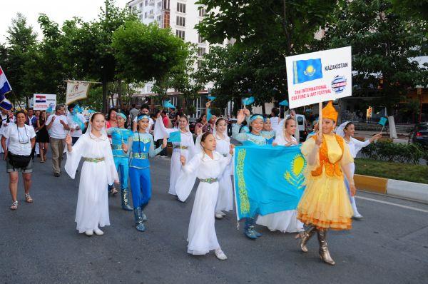 Beylikdüzü'nde Rengarenk Festival Başladı