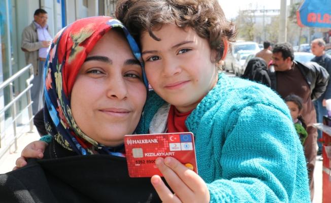 Kızılaykart'tan yararlanan mülteci sayısı 500 bine ulaştı