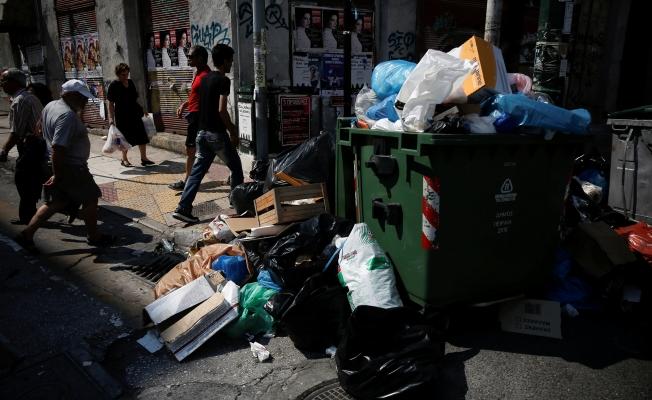 Atina sokaklarında çöp dağları oluştu