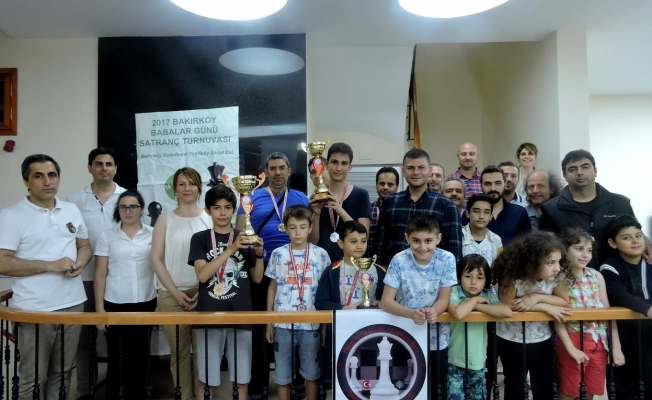 Bakırköy'de Baba-Çocuk Satranç Turnuvasını Dirikman Ailesi Kazandı