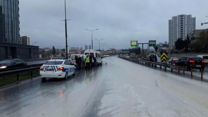 Basın Ekspres'te çamur kazası