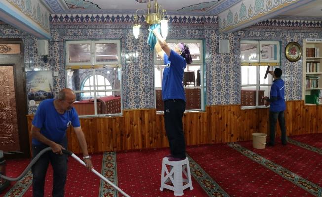 Camilerde Ramazan Ayı Temizliği