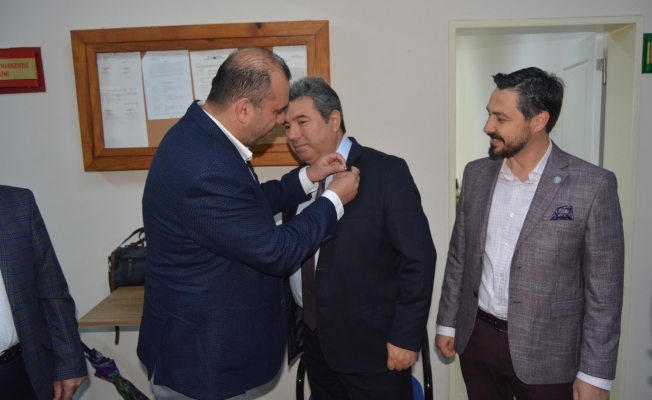İBB Meclis üyeliğinden istifa edip İyi parti'ye geçti