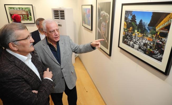 Cumhurbaşkanlığı Büyük Kültür ve Sanat Ödüllü İzzet Keribar'ın sergisi açıldı