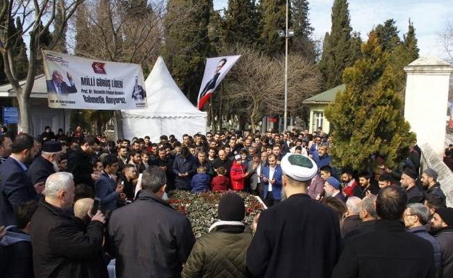 Yeniden Refah Partili Gençler Erbakan'ı Dualarla andı