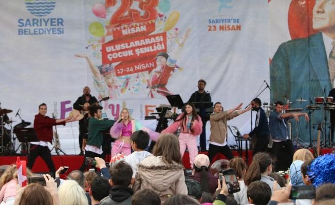 Aleyna Tilki Dünya Çocukları İçin Sahnede