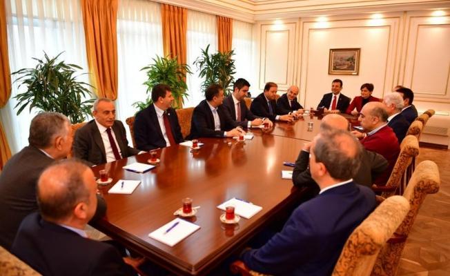 İmamoğlu, CHP'li meclis üyeleriyle bir araya geldi