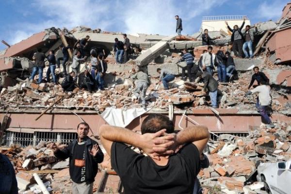 İstanbul Bilgi Üniversitesi'nde gelecek için 1999 Depremi tartışıldı