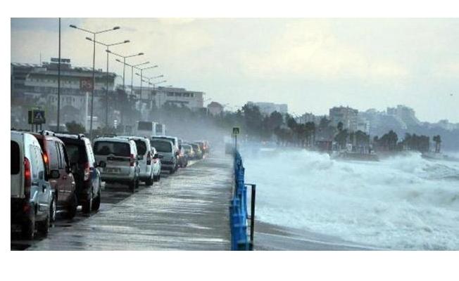 İstanbul'da Sağanak Yağmur Ve Fırtına!