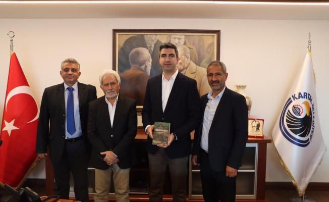 """""""Değirmen"""" Kitabının Yazarı İlyas Toprak'tan, Başkan Gökhan Yüksel'e Ziyaret"""