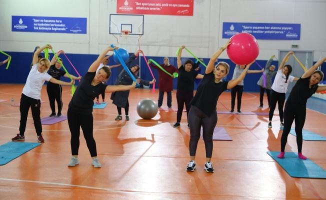 İBB Kış Dönemi Spor Okulları'nda Kadınlara Özel Seanslar