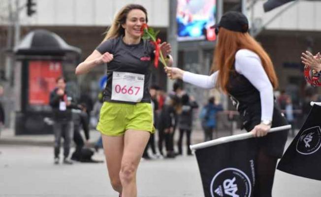 Kadınlar, Güçlü Adımlarıyla Kadıköy'de Koştu