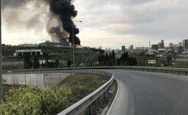 Bağcılar Belediyesi  Atık Toplama Merkezinde Korkutan Yangın