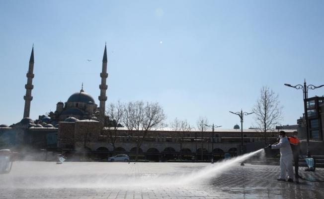 Meydan ve Sokaklar Mesai Başlangıcına Hazır Hale Getirildi