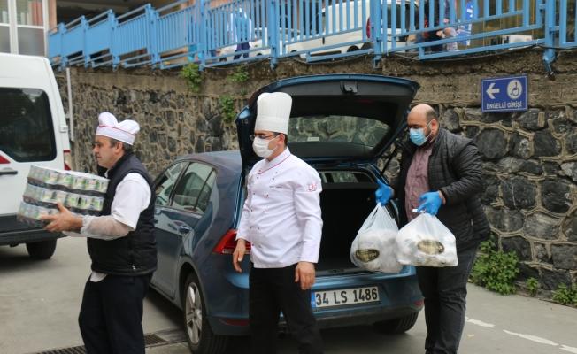 Murat Elmas ve Camii Dernek Yönetiminden Sağlık Çalışanlarına Jest