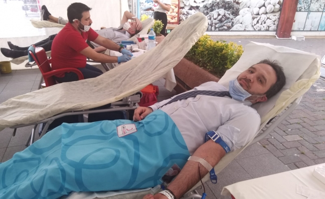 Yeniden Refah Partisinden Kızılay'a Kan Bağışı