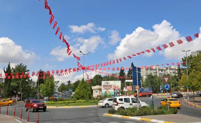 Küçükçekmece Sokakları Zafer 98. Yıl Dönümünde Al Bayraklarla Donatıldı