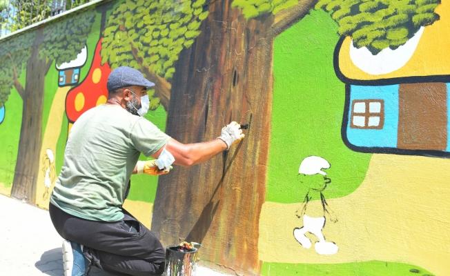 Parkların Duvarları Çocuklar İçin Renklendiriliyor