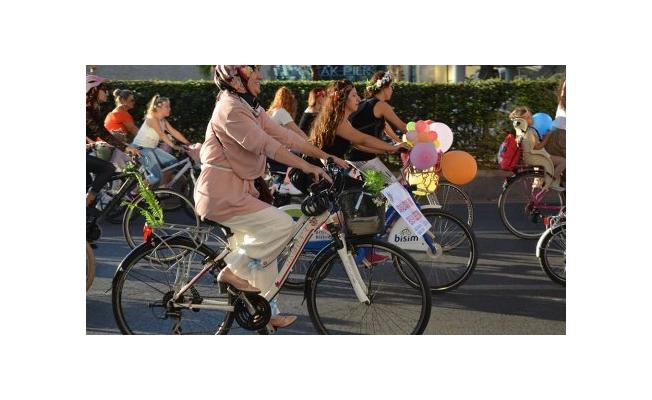 İBB'den Kadınlara Bisiklet Eğitimi