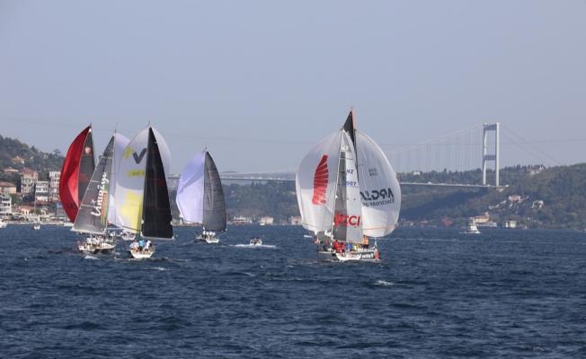 İstanbul Boğazı Yelkenlilerle Renklendi