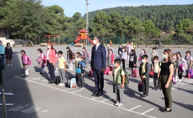 Başkan Gökhan Yüksel, Yüz Yüze Eğitimin İlk Gününde Öğrencileri Yalnız Bırakmadı