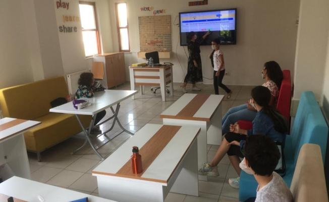 Eyüpsultan Belediyesi Dil Evi'nde Eğitimler Başladı