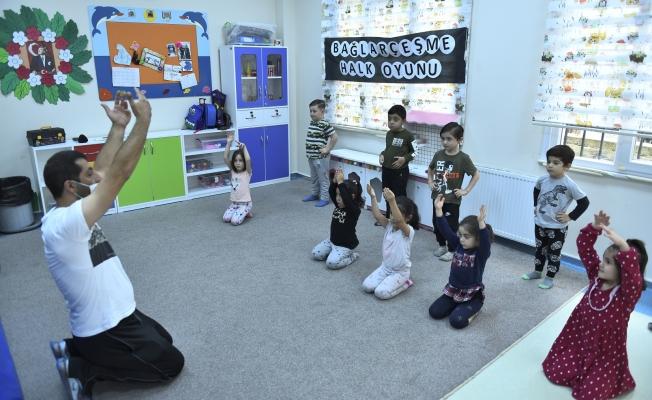 Kreşli Miniklere Halk Oyunları Eğitimi