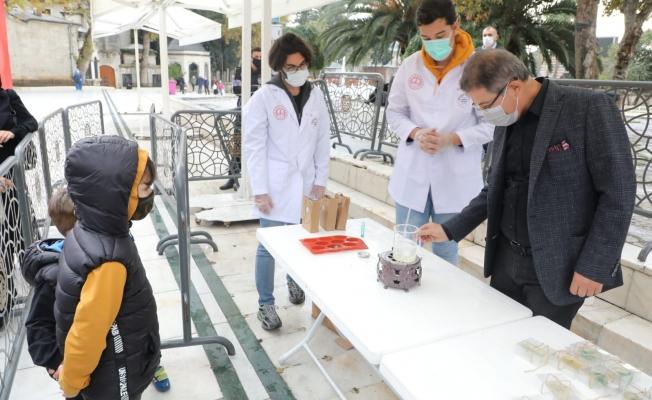 Eyüpsultan'da Çocuklara Hijyen Artırıcı Oyuncaklı Sabun Dağıtıldı