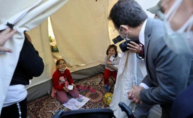 İmamoğlu'ndan İzmir Depreminin Simge Bebekleri Ayda ve Elif'e Ziyaret