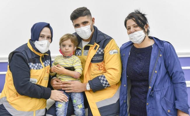 2,5 Yaşındaki Rabia'ya Protez Kol Takıldı