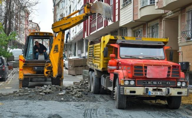 Esenyurt Belediyesi Bozuk Olan Yol ve Kaldırımları Yenilemeye Devam Ediyor