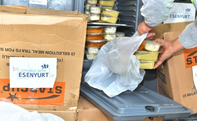 Esenyurt Belediyesi'nden 65 Yaş Üstü Vatandaşlara Sıcak Yemek Ve Kahvaltı Desteği