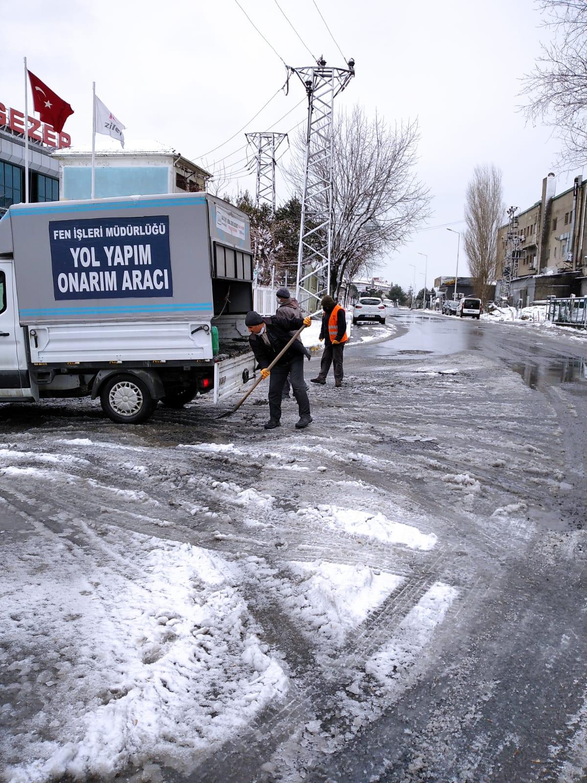 Esenyurt Belediyesi'nin Kar Mesaisi Devam Ediyor