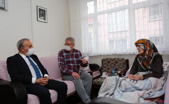 Küçükçekmece Belediye Başkanı Kemal Çebi'den Asırlık Çınarlara Ziyaret