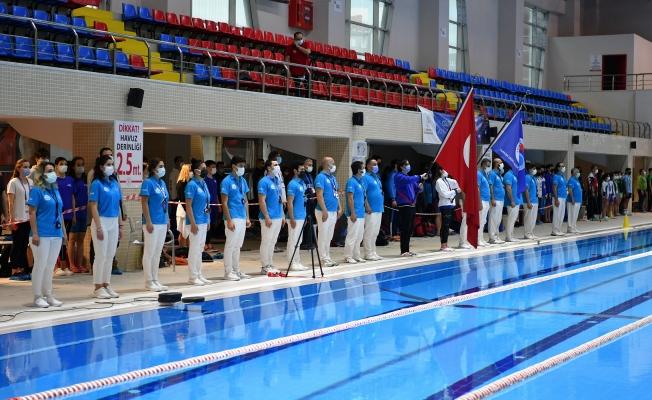 Paletli Yüzme Şampiyonası Beylikdüzü'nde Başladı