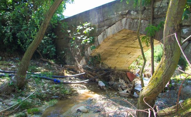 Vay Zalimler Vay 500 Yıllık Tarihi Köprüyü Betonla Kapatmışlar