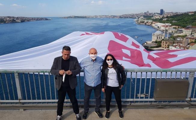 CHP'Lİ Vekiller 128 Milyar Dolar Nerede Pankartını 15 Temmuz Şehitler Köprüsüne Astı
