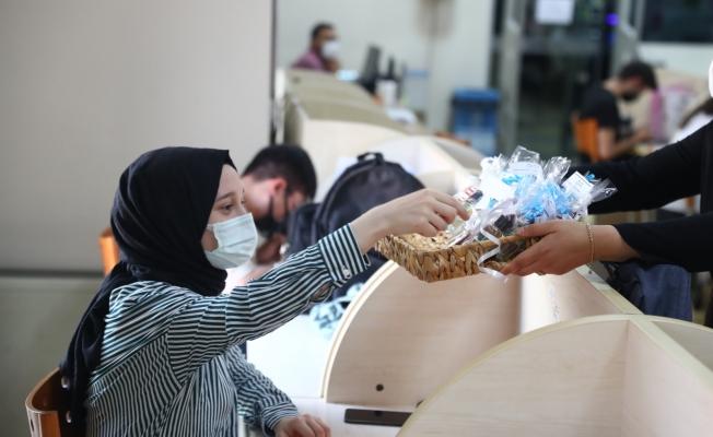 Üniversite adaylarına sınav öncesi moral hediyesi