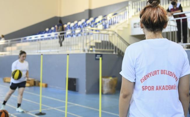 Esenyurt Belediyesi Gençleri Spor Akademilerine Hazırlıyor