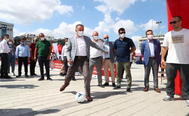 Gençler Sosyal Medyayı Bırakıp Bağcılar Meydanı'nda Spor Yaptı