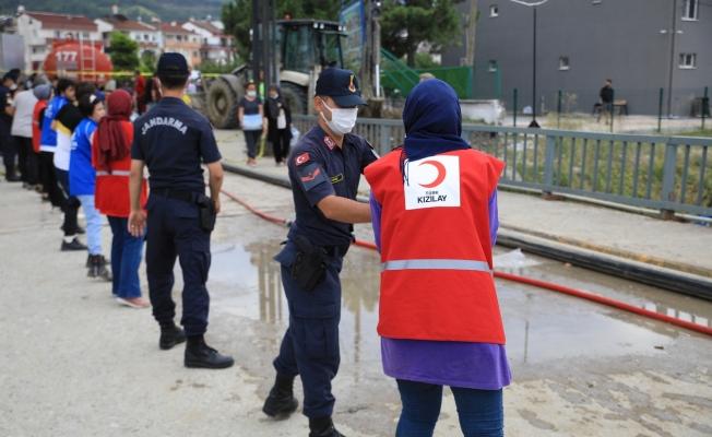Kızılay Batı Karadeniz'de Yaraları Sarıyor