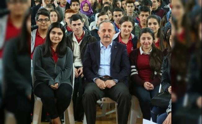 Bağcılar Belediyesi'nden üniversite öğrencilerine eğitim yardımı