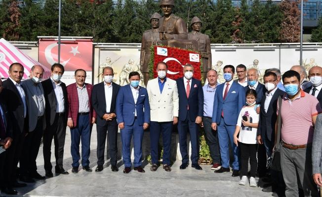 Beylikdüzü Atatürk'ü İki Önemli İsimden Dinledi