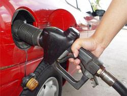 Benzin fiyatlarına yüklü zam