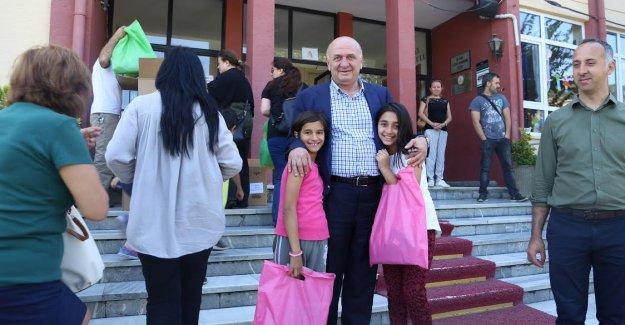 Başkan Atilla Aytaç Öğrencilere Karne Hediyesi Dağıttı