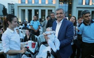 Belediye Meydanı İftarını Açmaya Gelenlerle Doldu Taştı