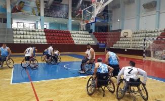 Engelli basketçiler İzmir'de kampa girdi