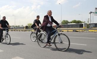 Makam Aracını Terk Eden Başkanlar Bisiklet Turunda Buluşuyor