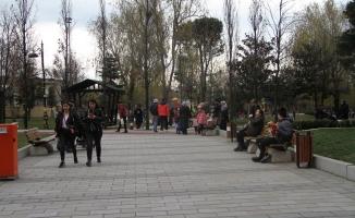 Esenyurt'ta parklar dolup taştı