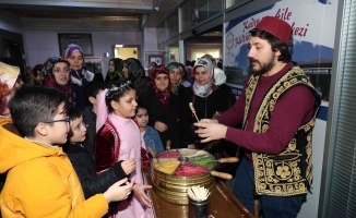 Muhtaç çocuklar için Osmanlı kıyafetleri ve takıları sergisi açıldı